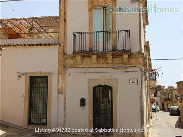 Sabbaticalhomes home for rent noto 96017 italy for Rent a home in italy